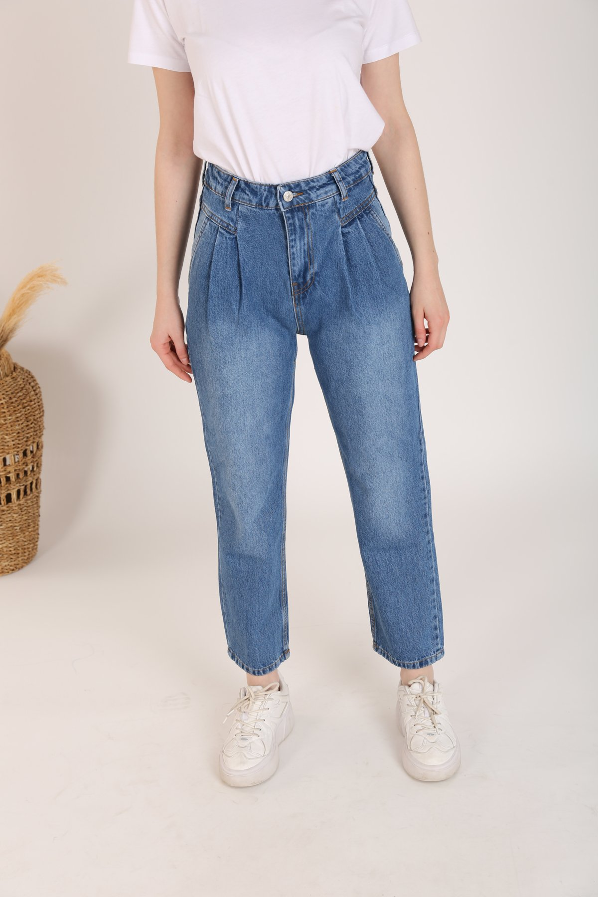 Önü Parçalı Bol Jean