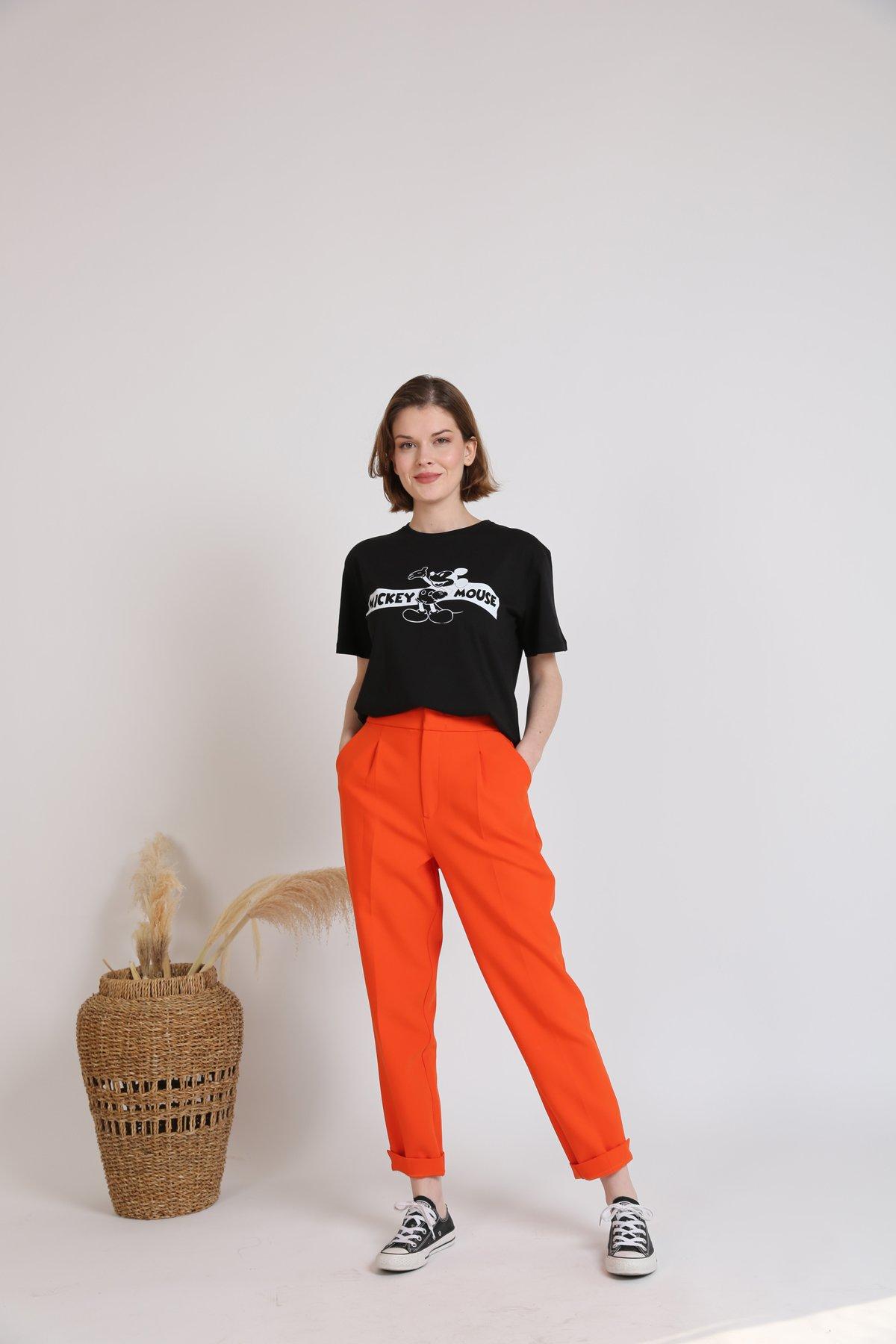 Önü Kısa Arkası Uzun Mickey Desen Tişört