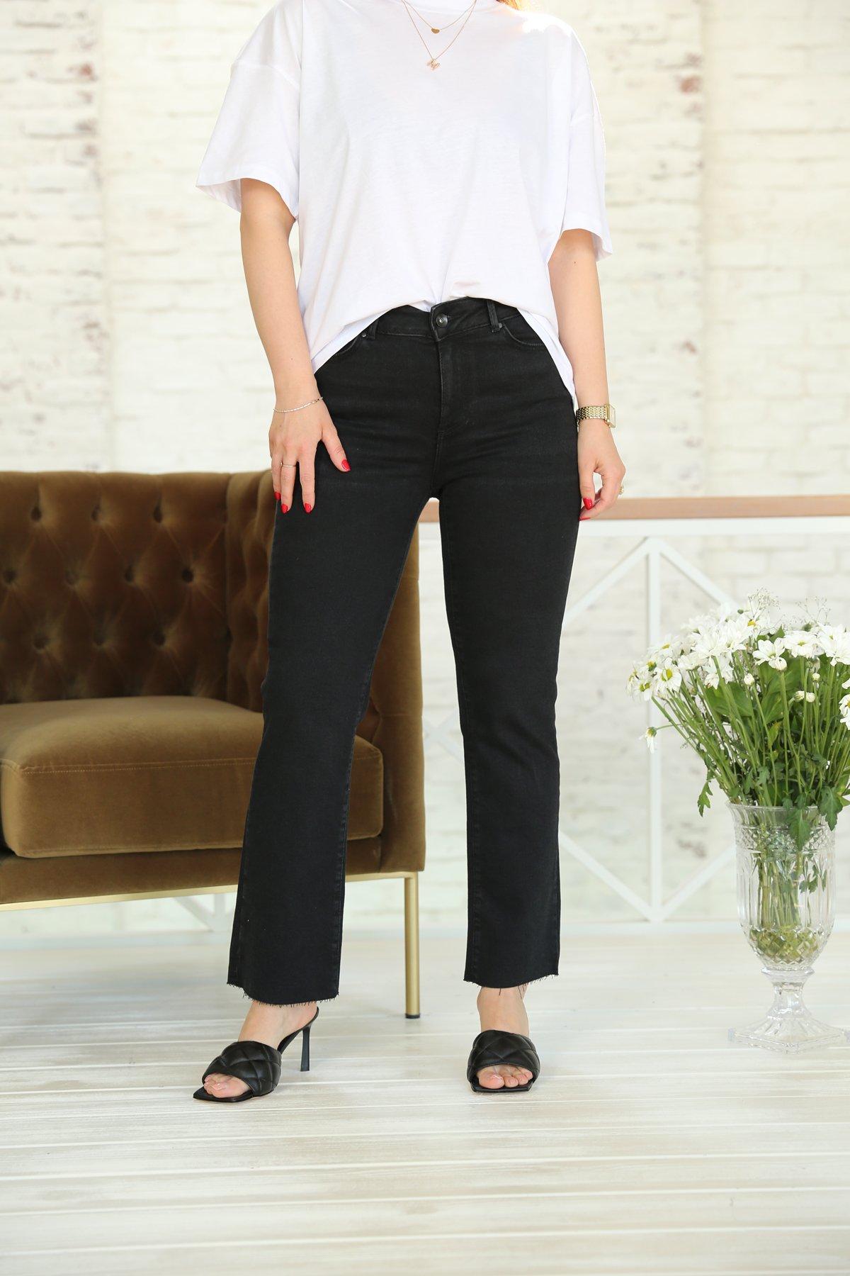 Siyah Paçası Kesik Boru Paça Jean