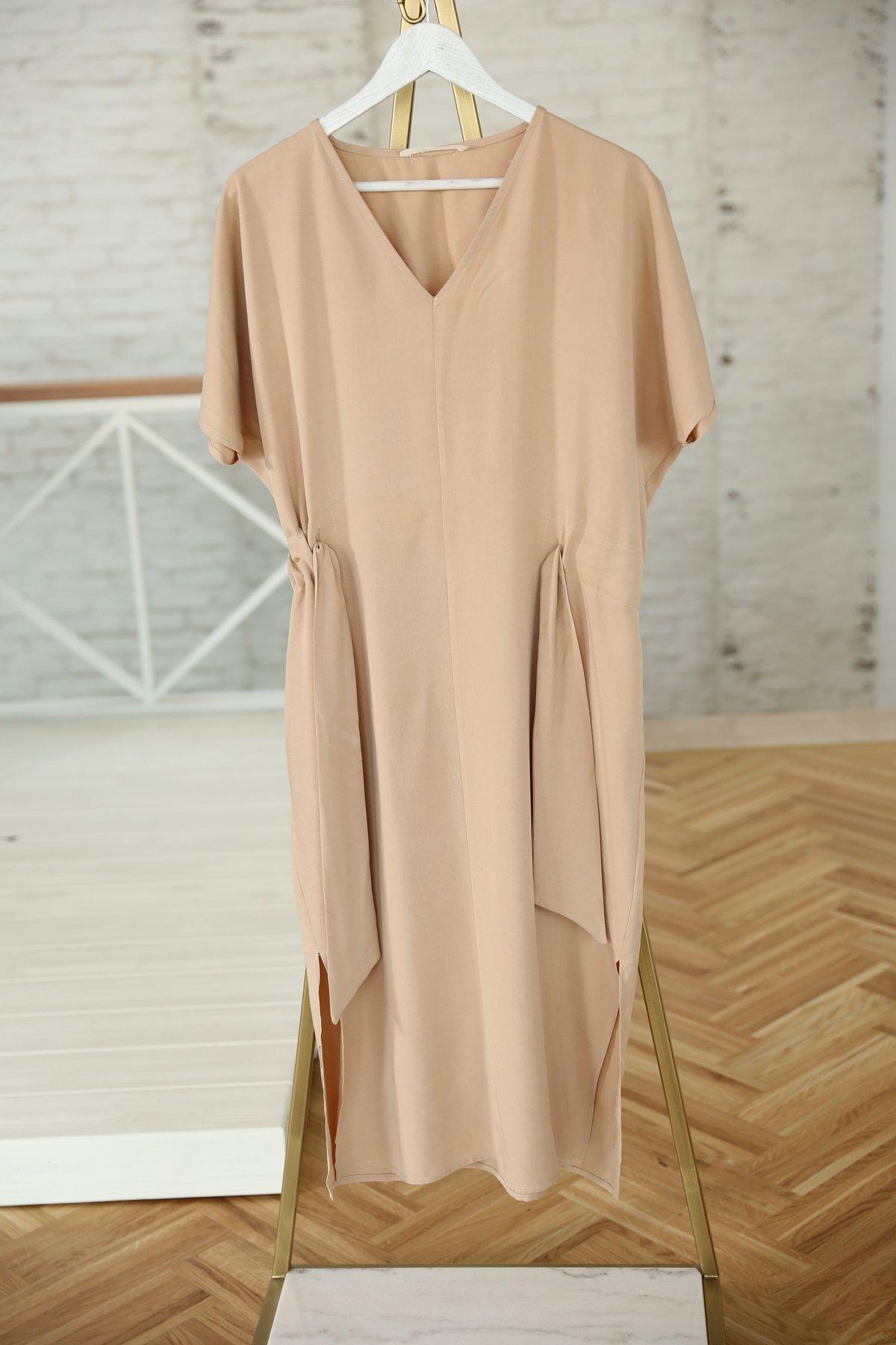 V Yaka Kuşaklı Kısa Kollu Elbise