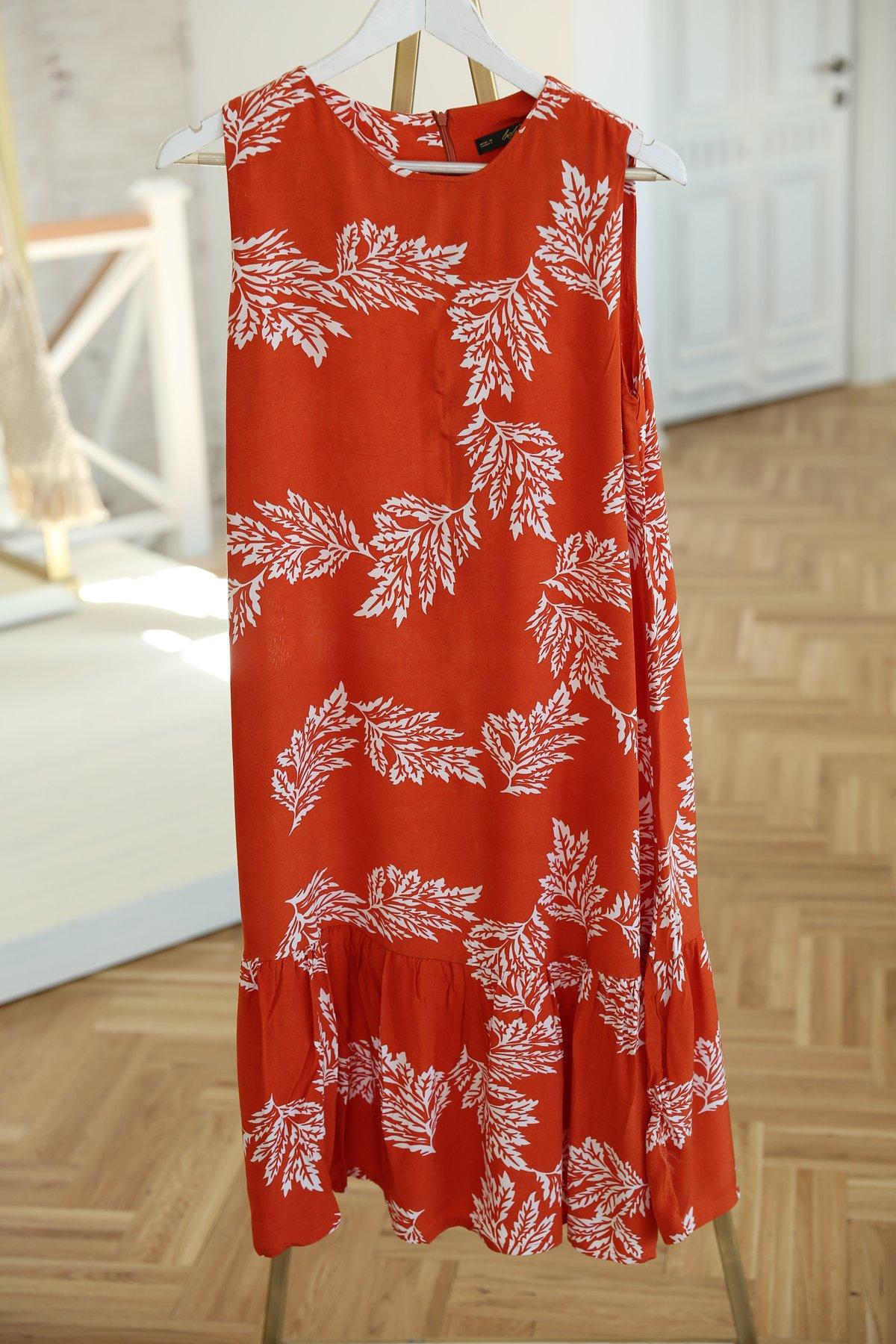 Kolsuz Yaprak Desenli Elbise