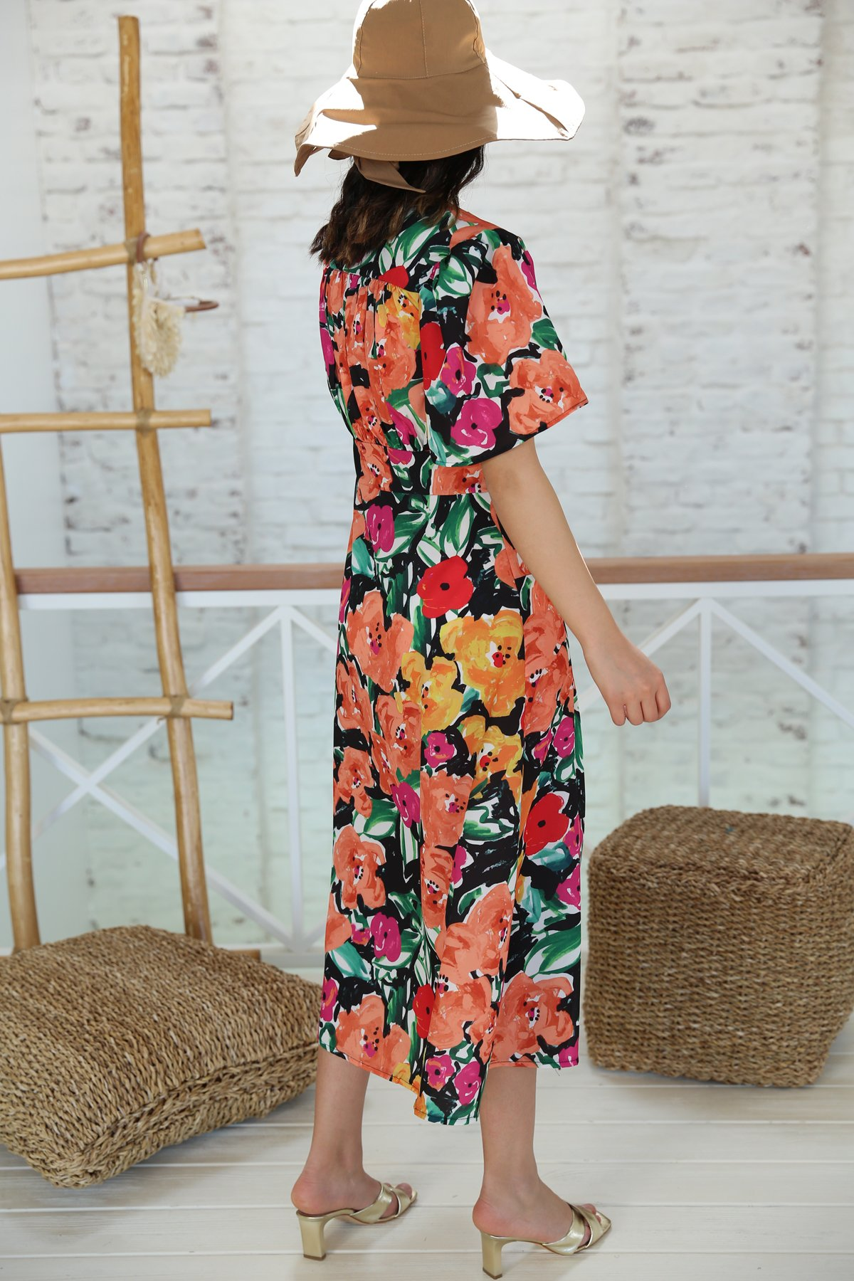 Yandan Yırtmaçlı V Yaka Çiçekli Elbise