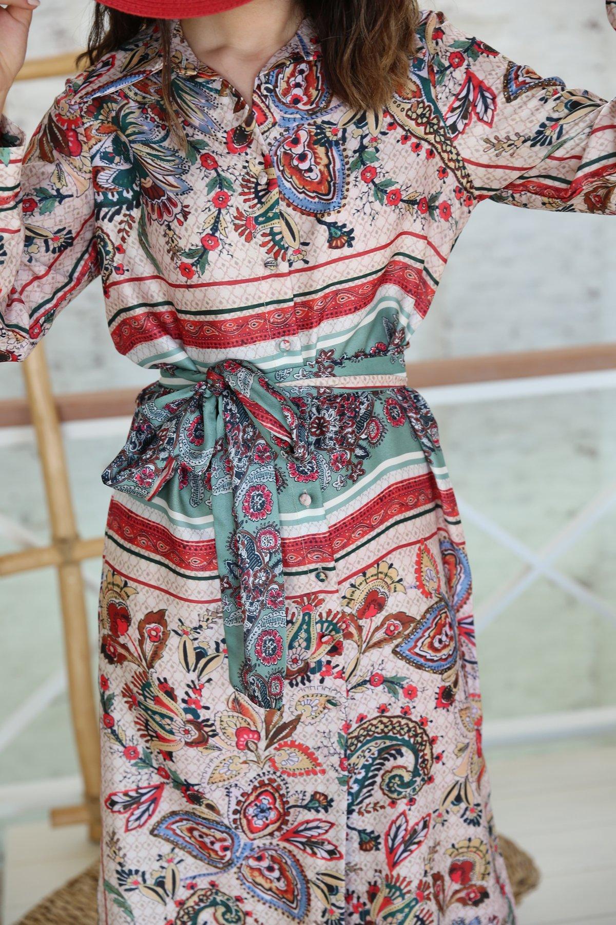 Şal Desenli Kendinden Kuşaklı Uzun Elbise