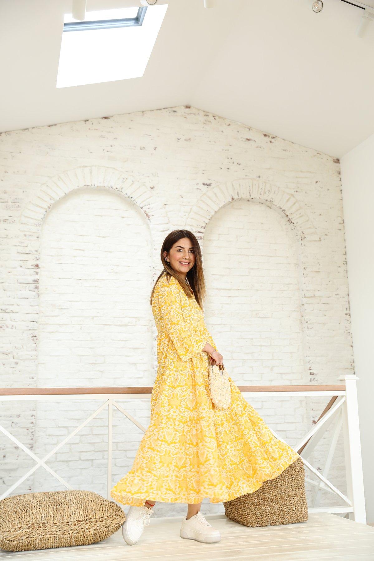 V Yaka Çiçek Desen Altı Pileli Elbise
