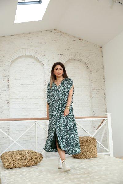 V Yaka Önden Yırtmaçlı Papatya Desen Elbise