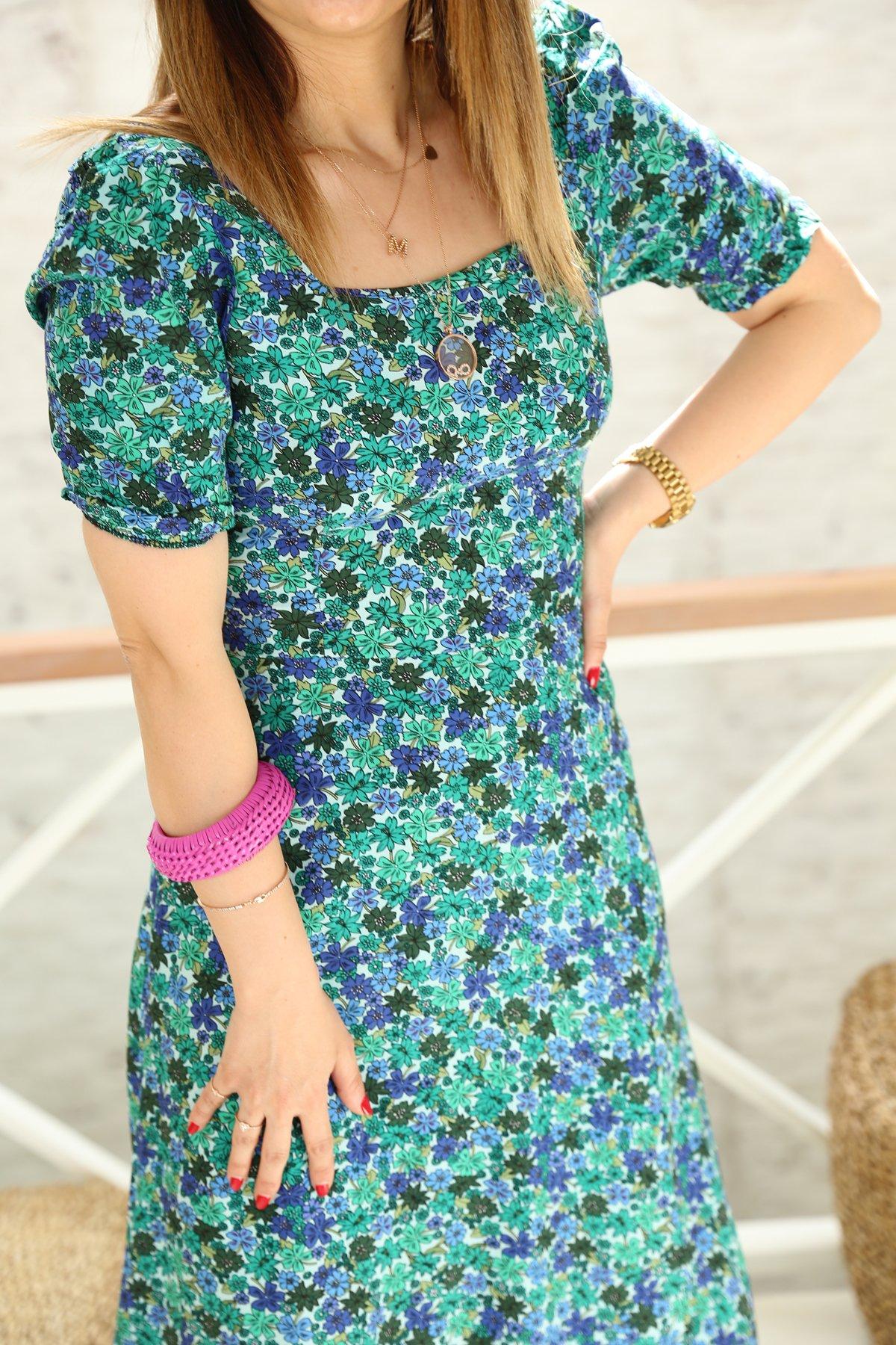 Kare Yaka Çiçekli Elbise