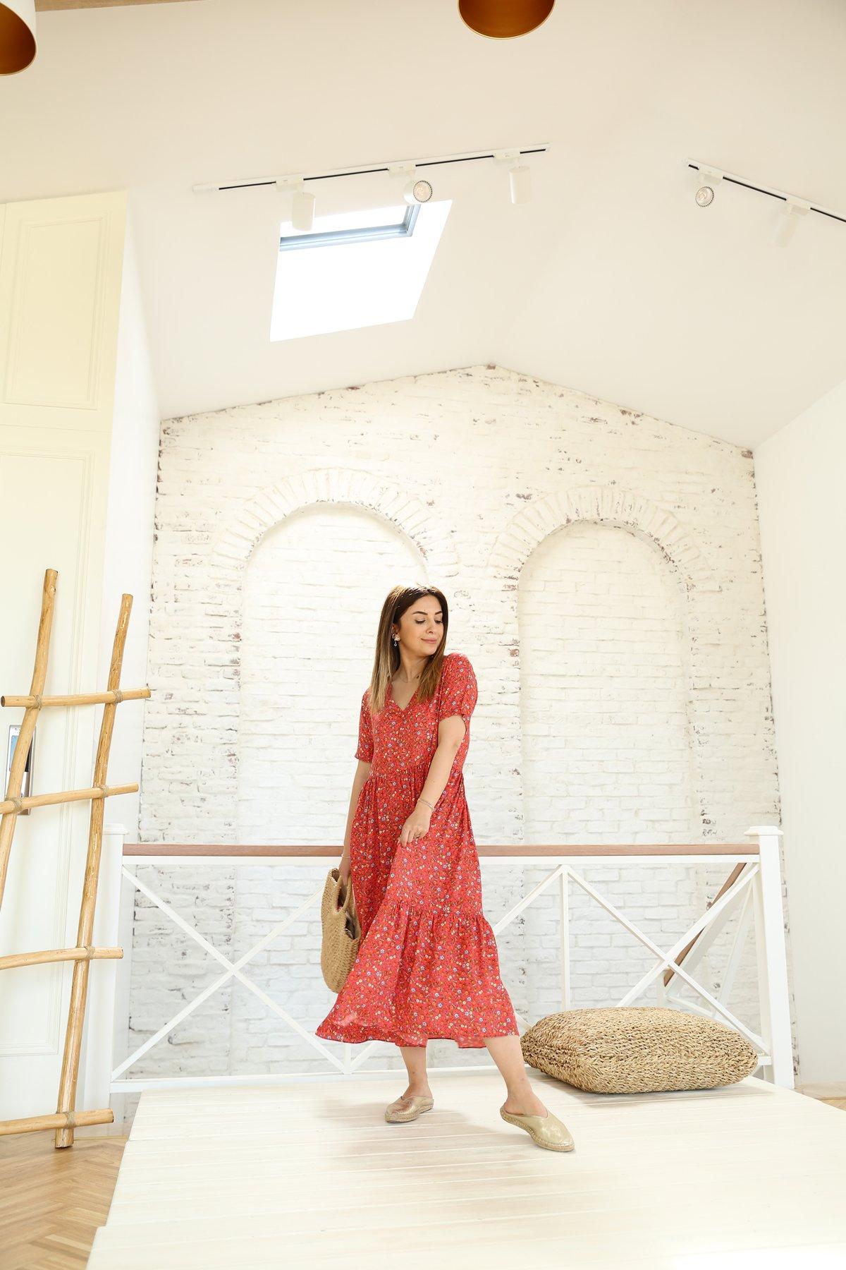 V Yaka Kısa Kollu Çiçek Desen Elbise