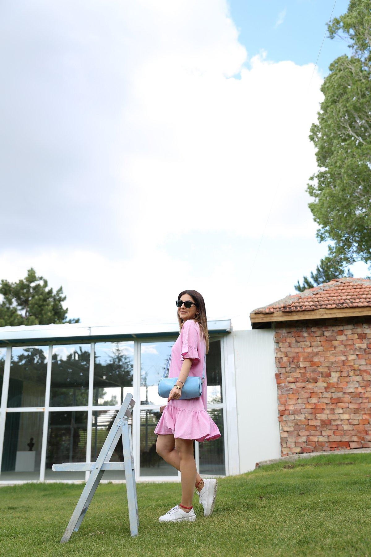 Kolları Fırfırlı Etek Ucu Pileli Elbise