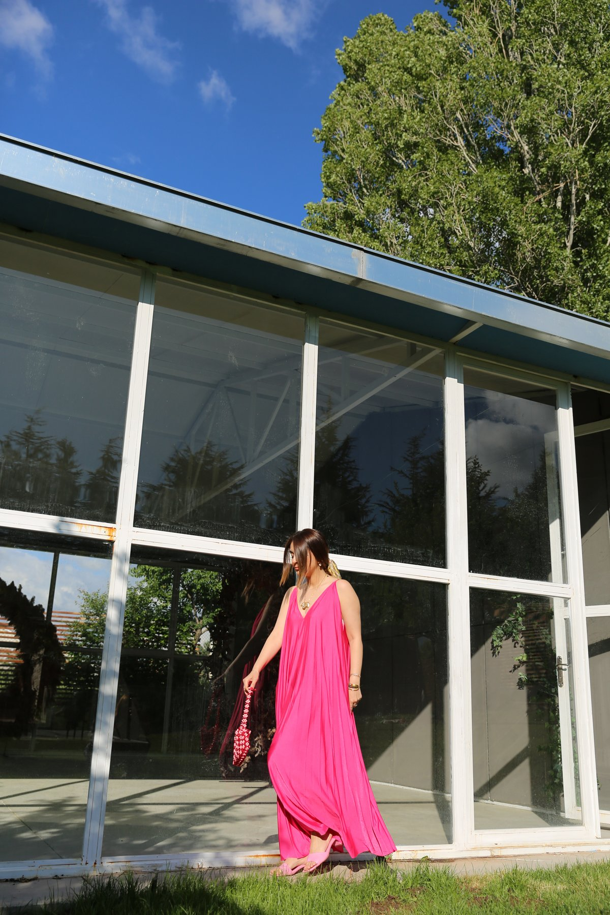 V Yaka Askılı Uzun Salaş Elbise