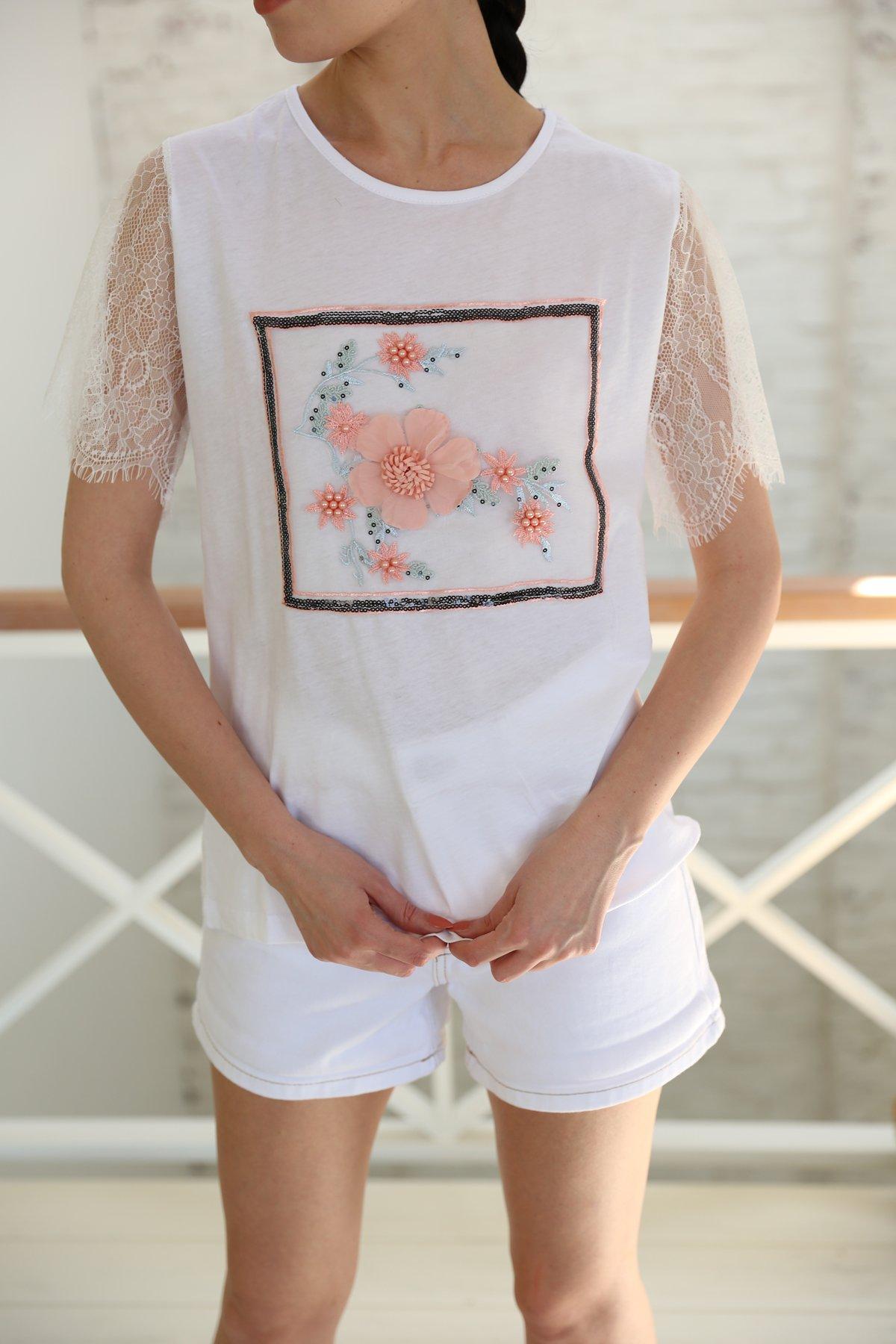 Kolları Tül Çiçek Aksesuarlı Tişört