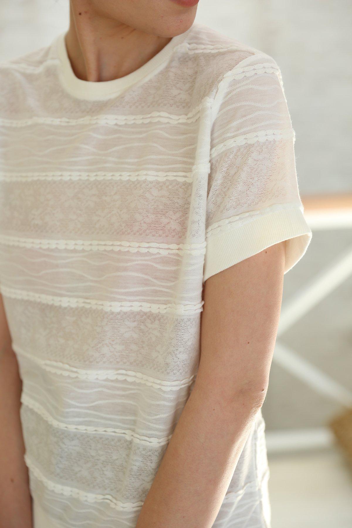 Kendinden Desenli İşlemeli Bluz