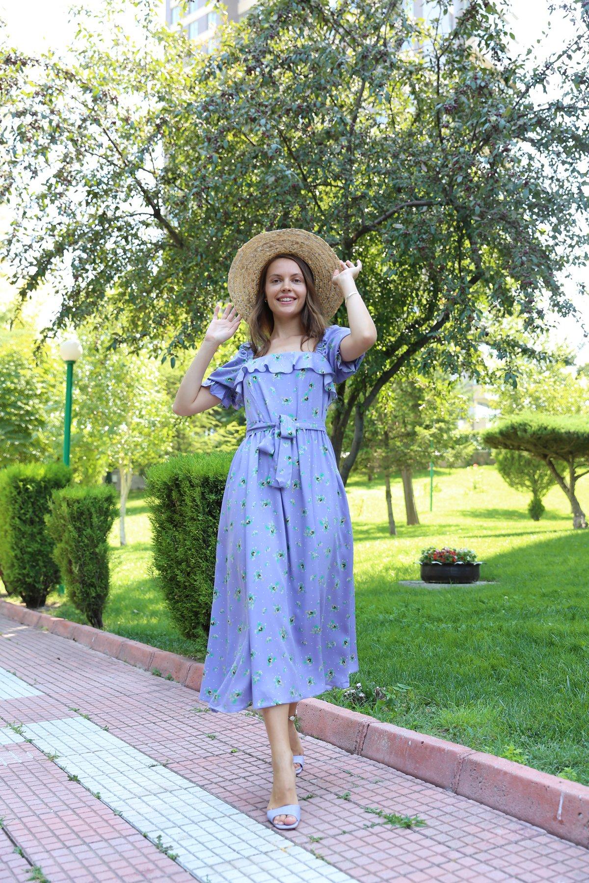 Sırtı Ve Omuzu Lastikli Elbise