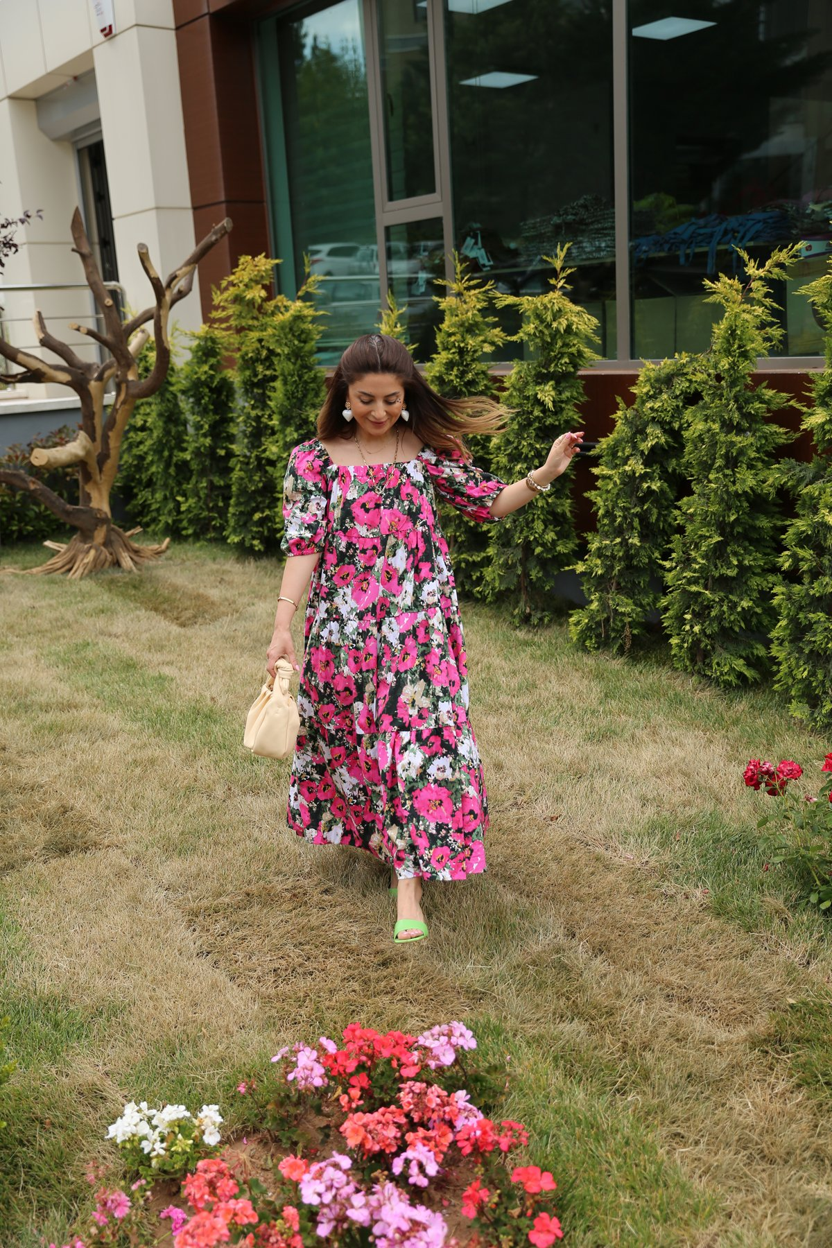 Kare Yaka Çiçekli Tasarım Elbise
