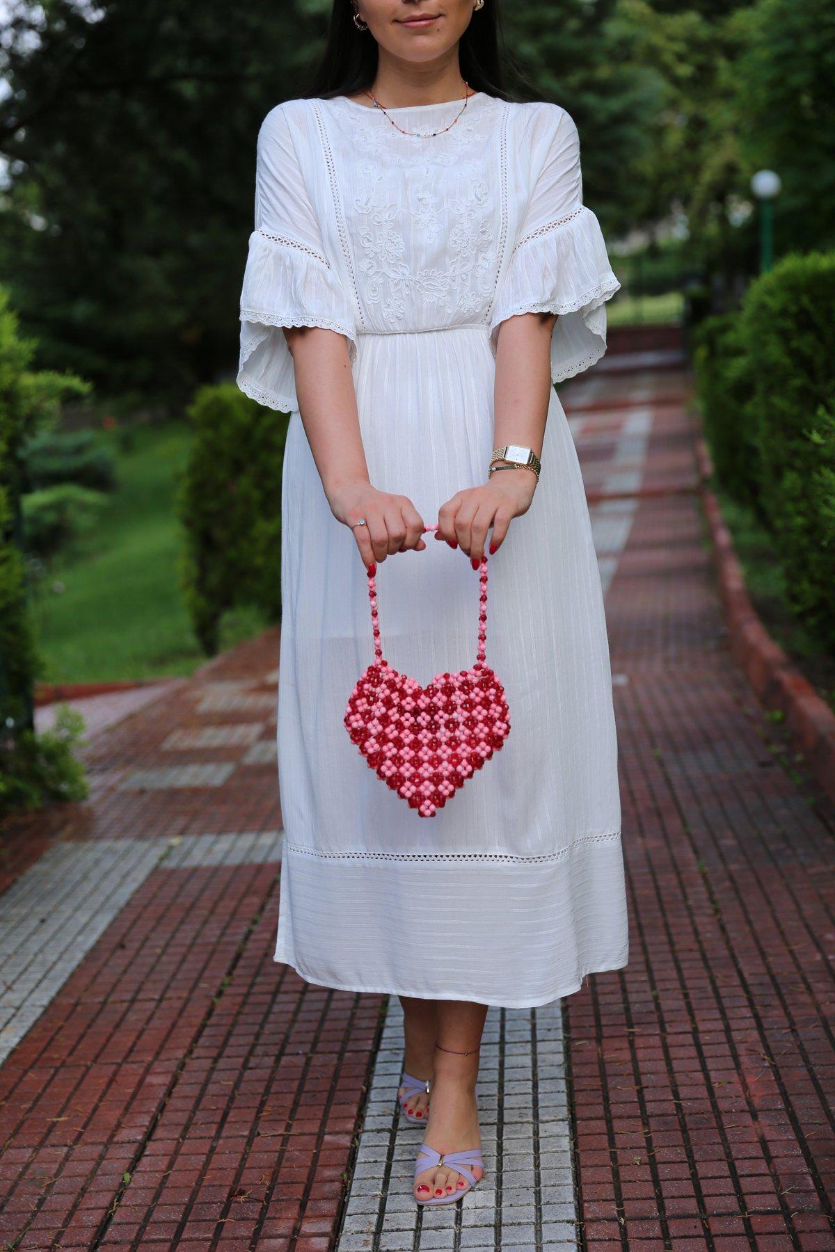 Önü İşlemeli Eteği Yırtmaçlı Uzun Elbise