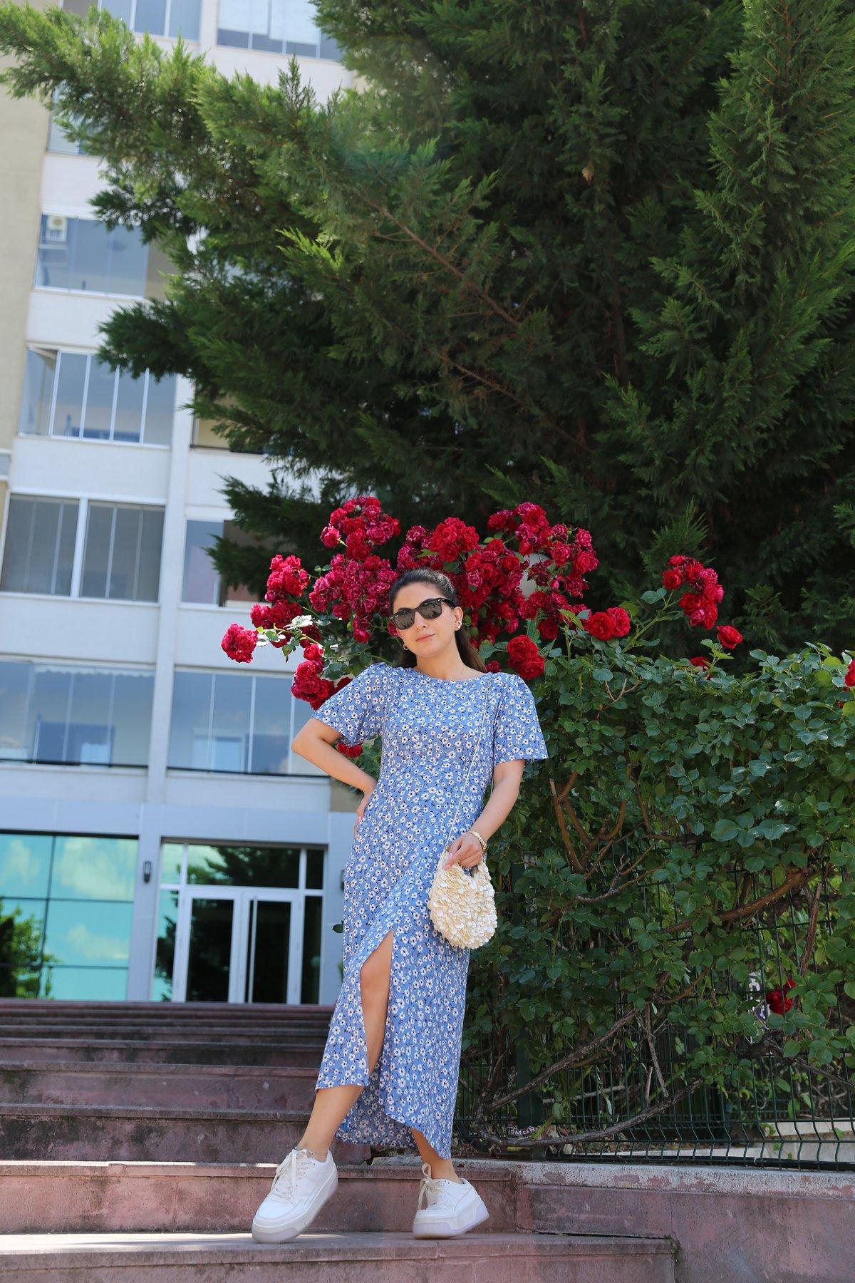 Önden Yırtmaçlı Çiçek Desen Elbise