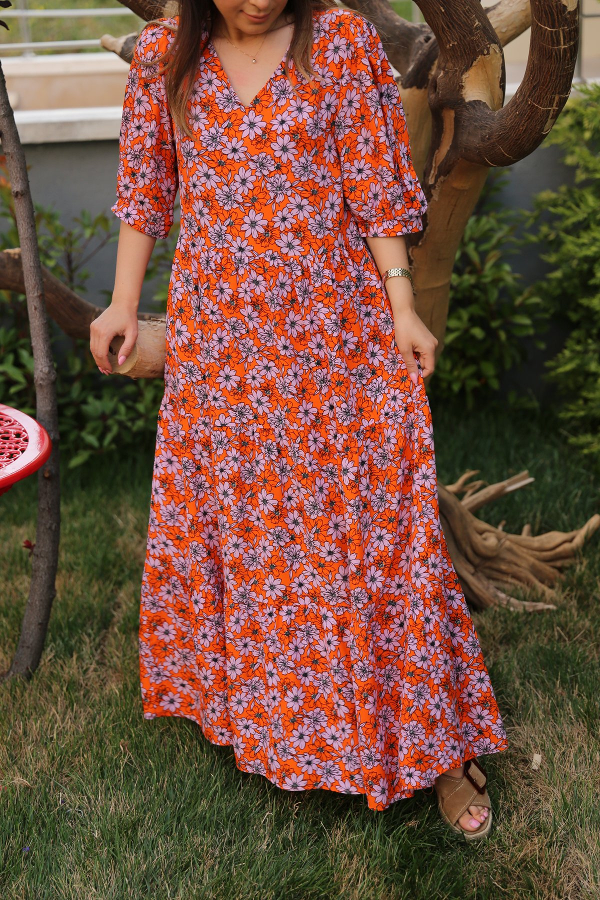 V Yaka Çiçekli Elbise