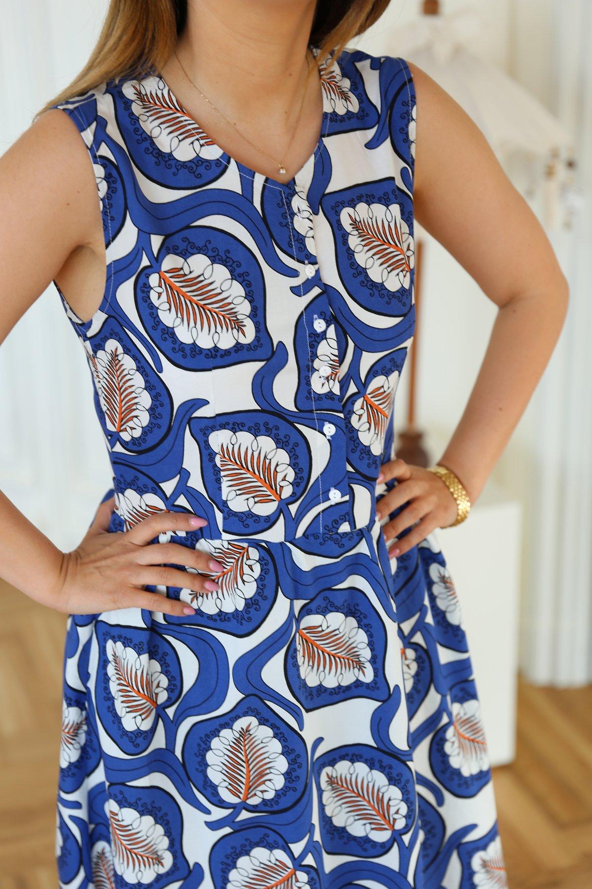 Kolsuz Düğme Detay Elbise
