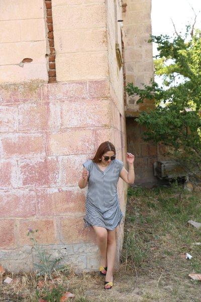 V Yaka Önü Dikişli Omzu Vatkalı Elbise
