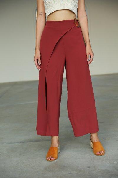 Önü Yırtmaçlı Tokalı Pantolon