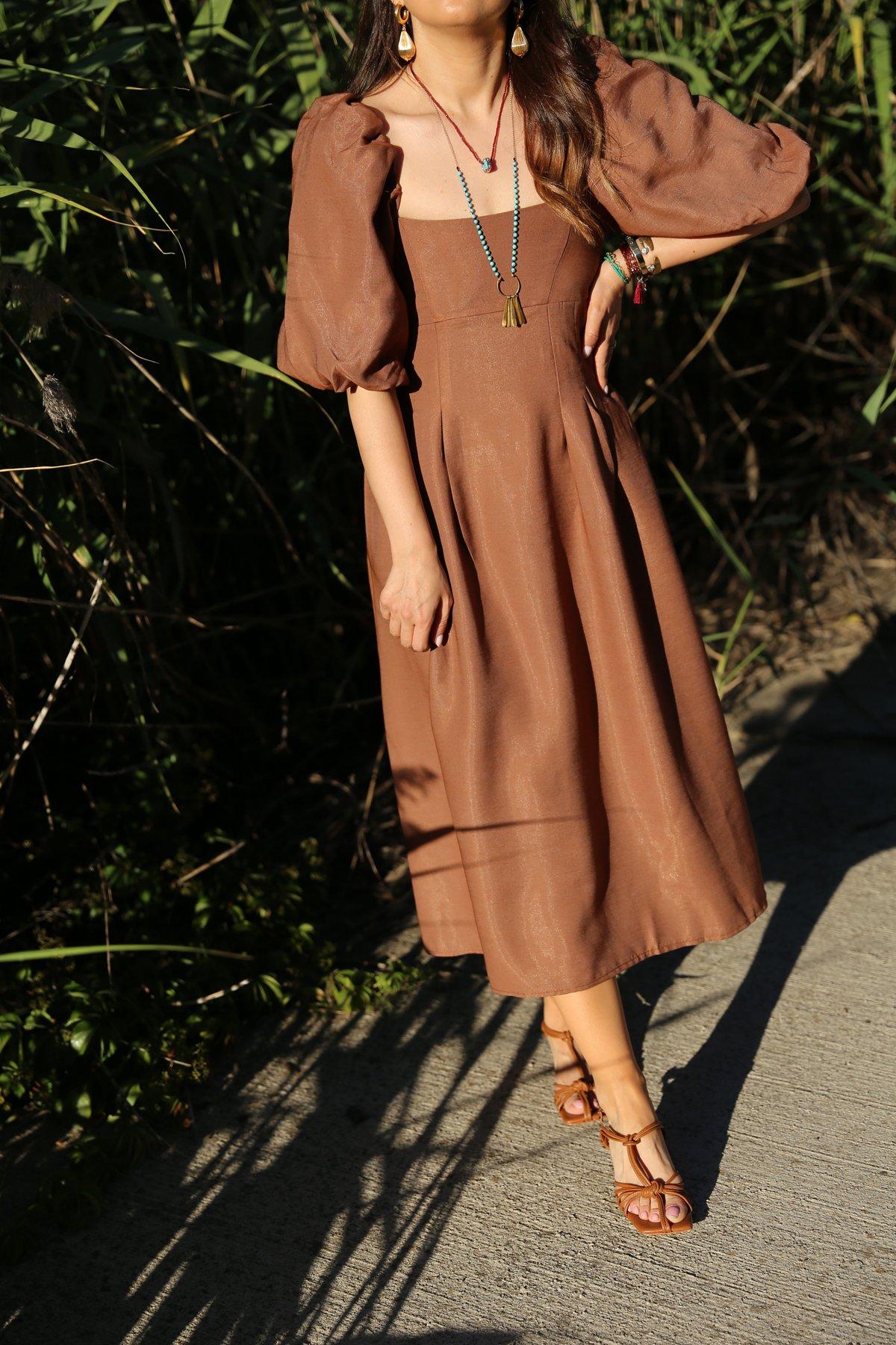 Kolları Büzgülü Elbise