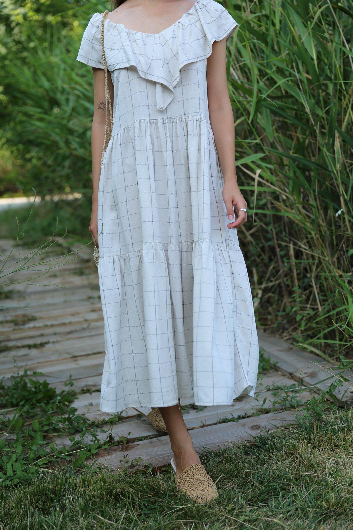 Yakası Parça Detay Elbise