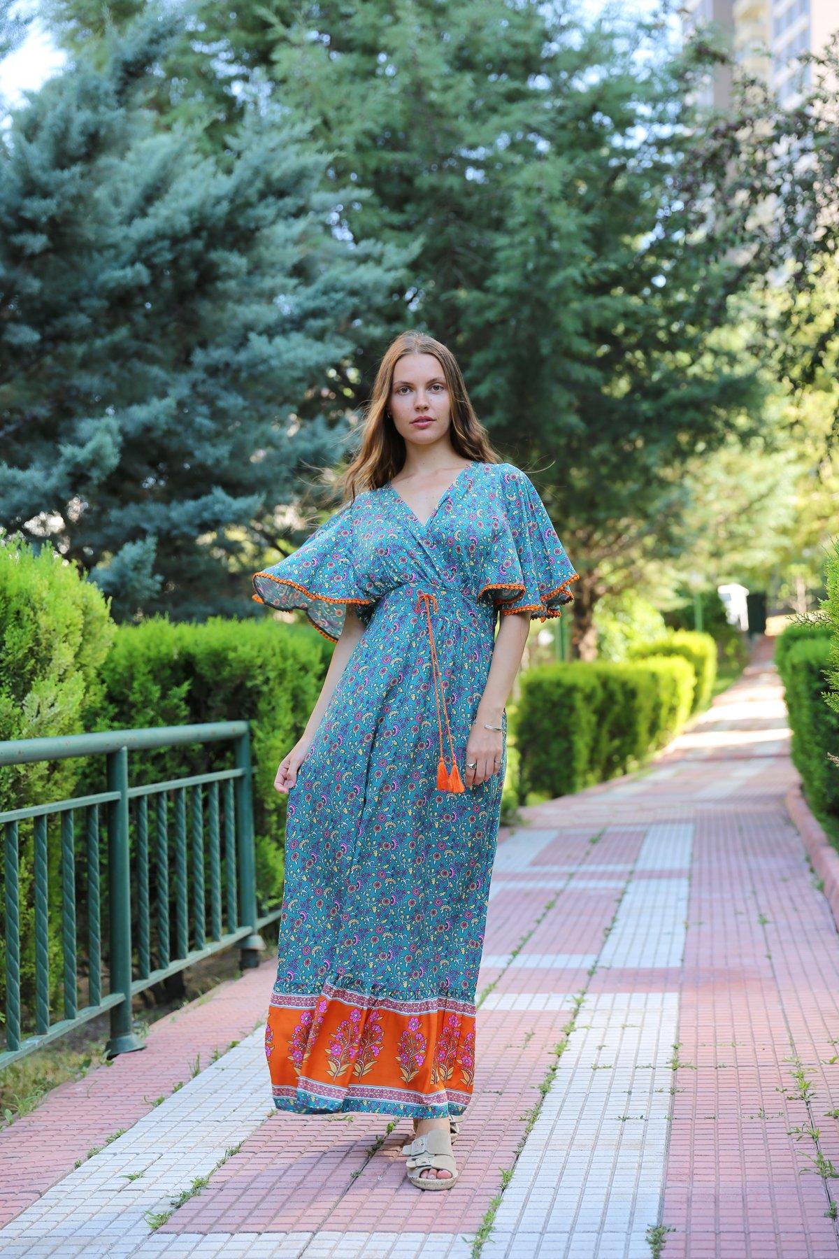 V Yaka Kolları Biyeli Elbise