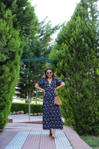Nakışlı Kolları Kesik Elbise