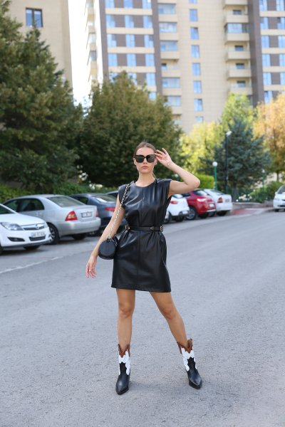 Kemer Detaylı Deri Elbise