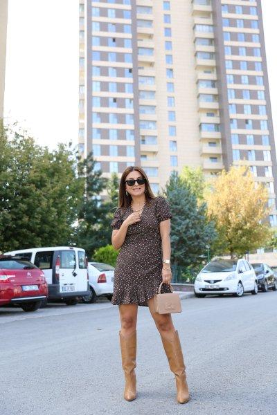 V Yaka Kolları Lastikli Elbise