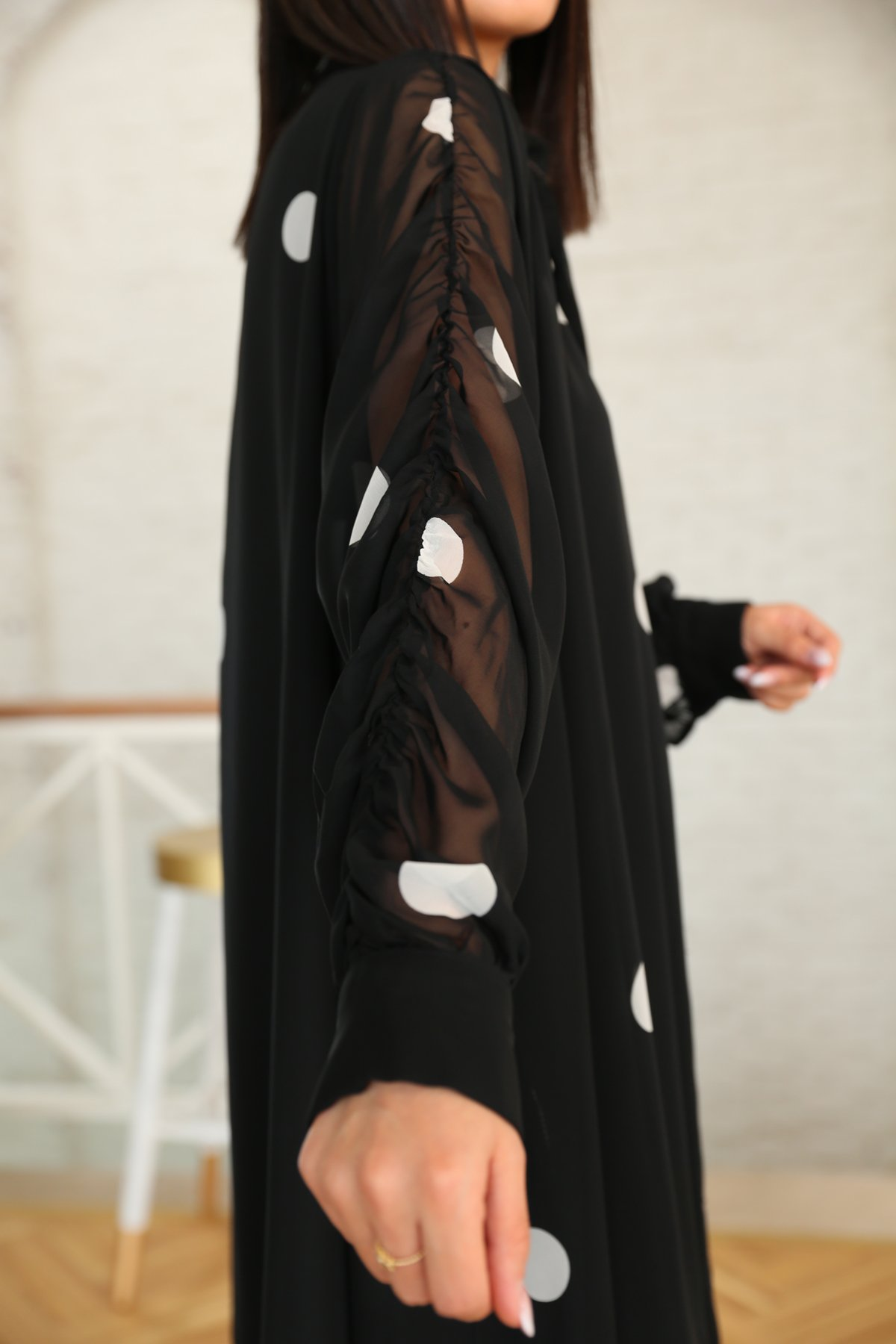 Kolları Büzgülü Puantiyeli Oversize Elbise