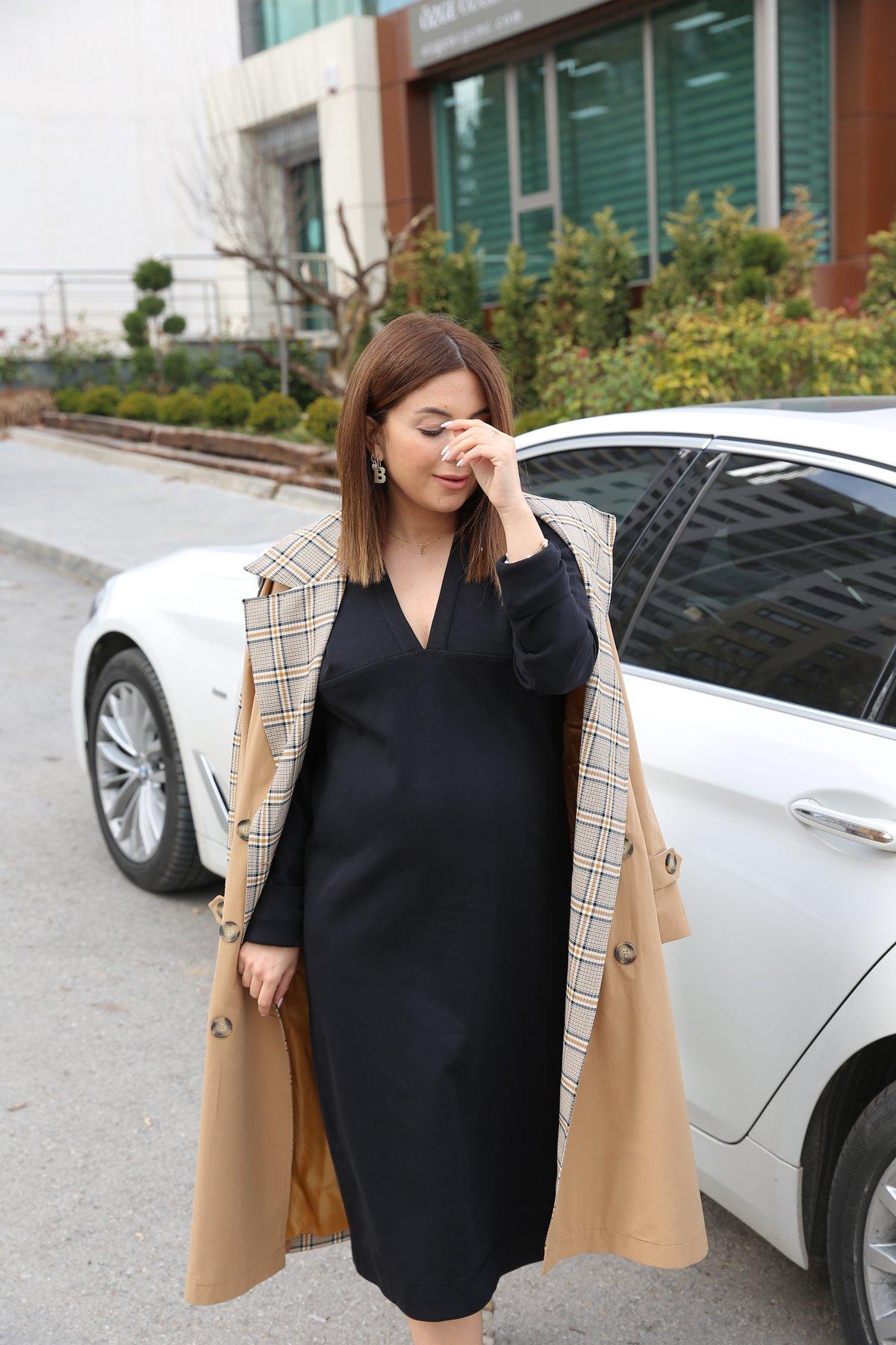 Önü Ve Arkası V Boydan Düğmeli Elbise
