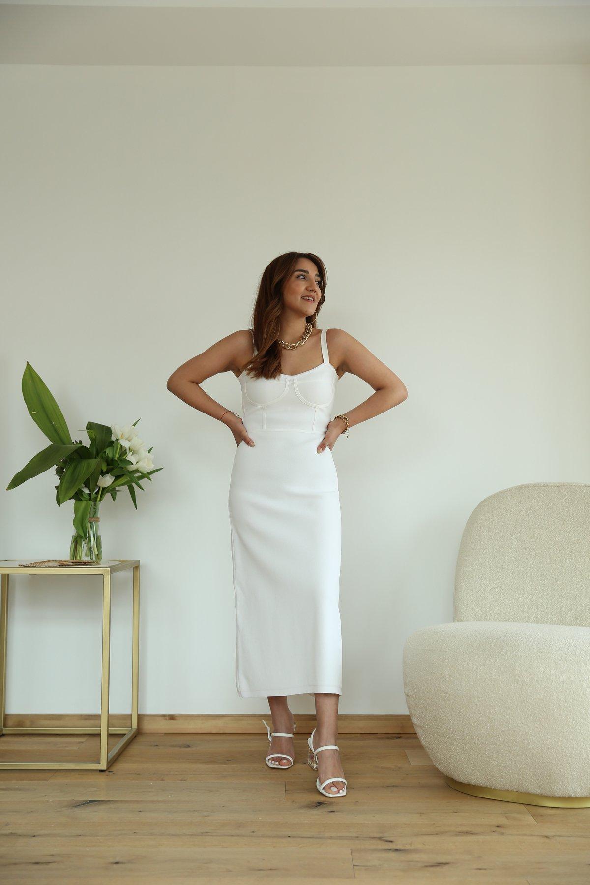 Askılı Önü Britli Elbise