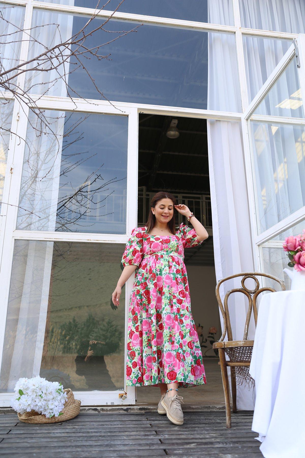 Çiçek Desen Kare Yaka Elbise