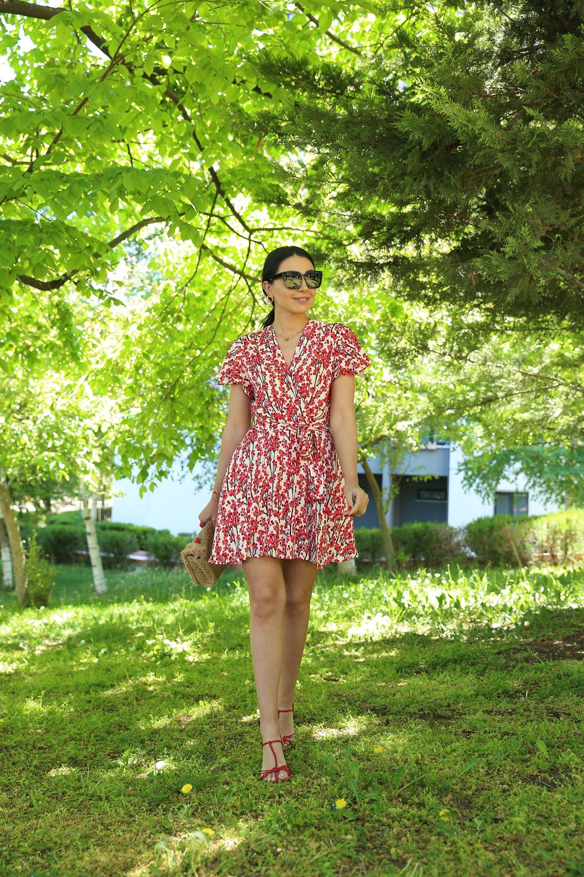 V Yaka Kuşaklı İçi Şortlu Elbise