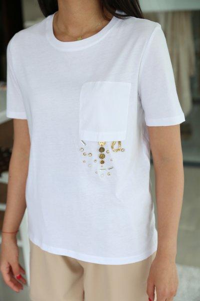 Boncuklu Ters Cep Detay Tişört