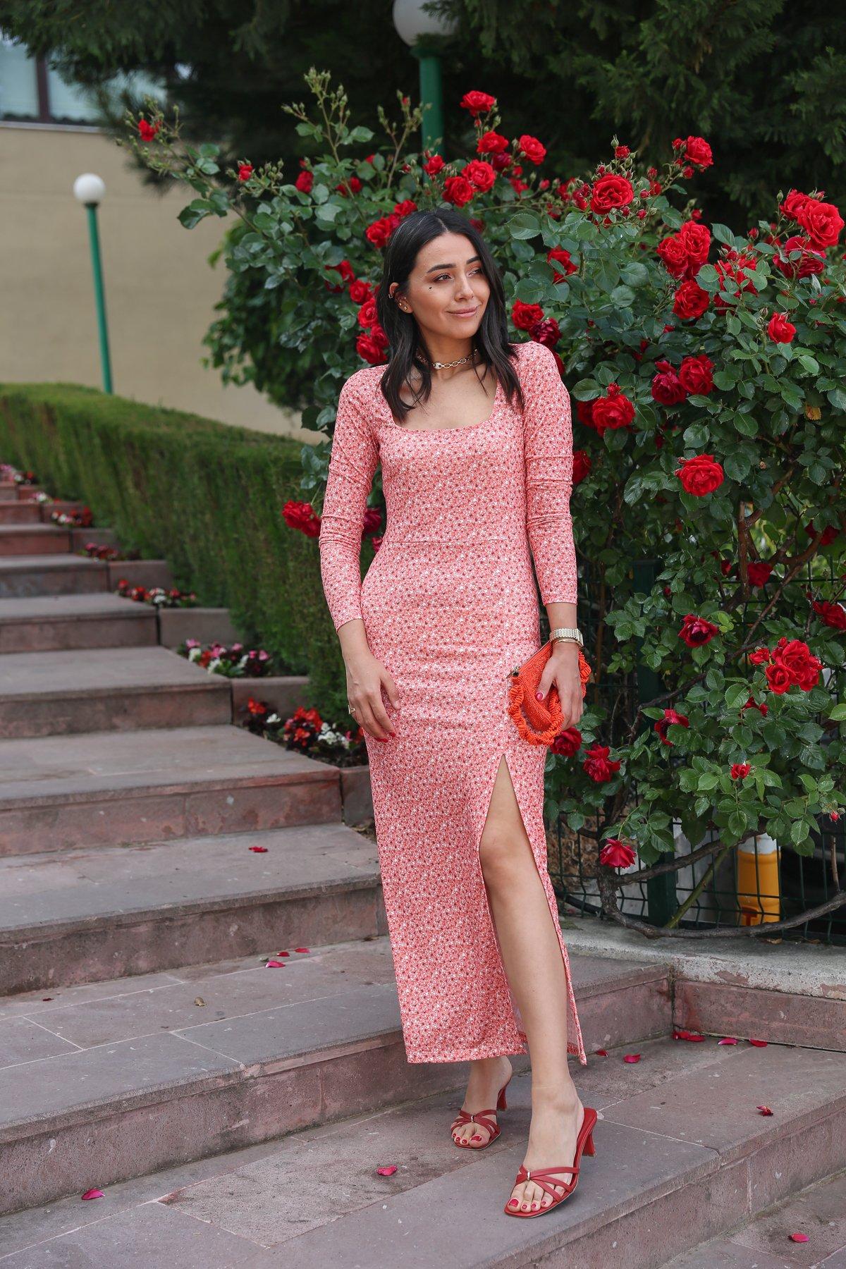 Kare Yaka Yanı Yırtmaçlı Çiçek Desen Elbise