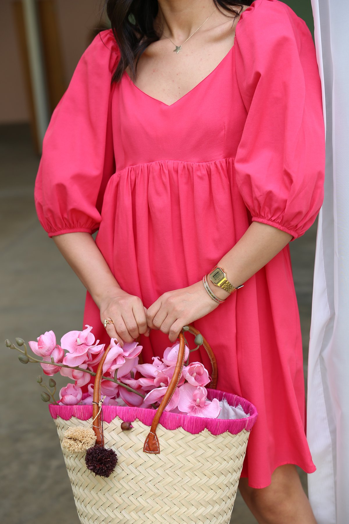 V Yaka Sırtı Gipeli Balon Kol Elbise