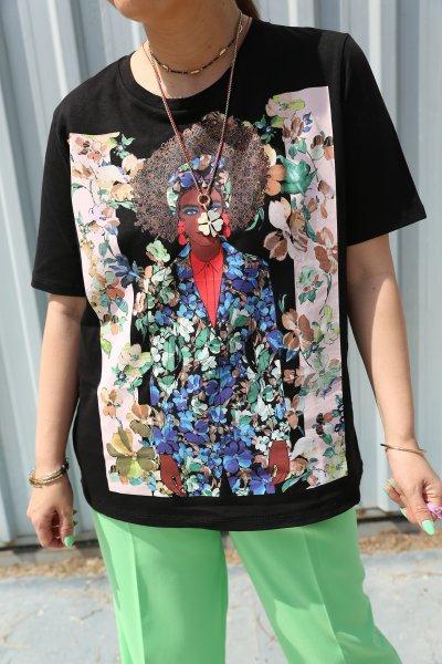 Çiçek Desenli Baskılı Tshirt