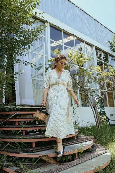 V Yaka Çizgili Boydan Düğmeli Elbise