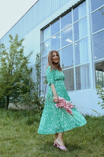 V Yaka Çiçekli Boydan Düğmeli Elbise