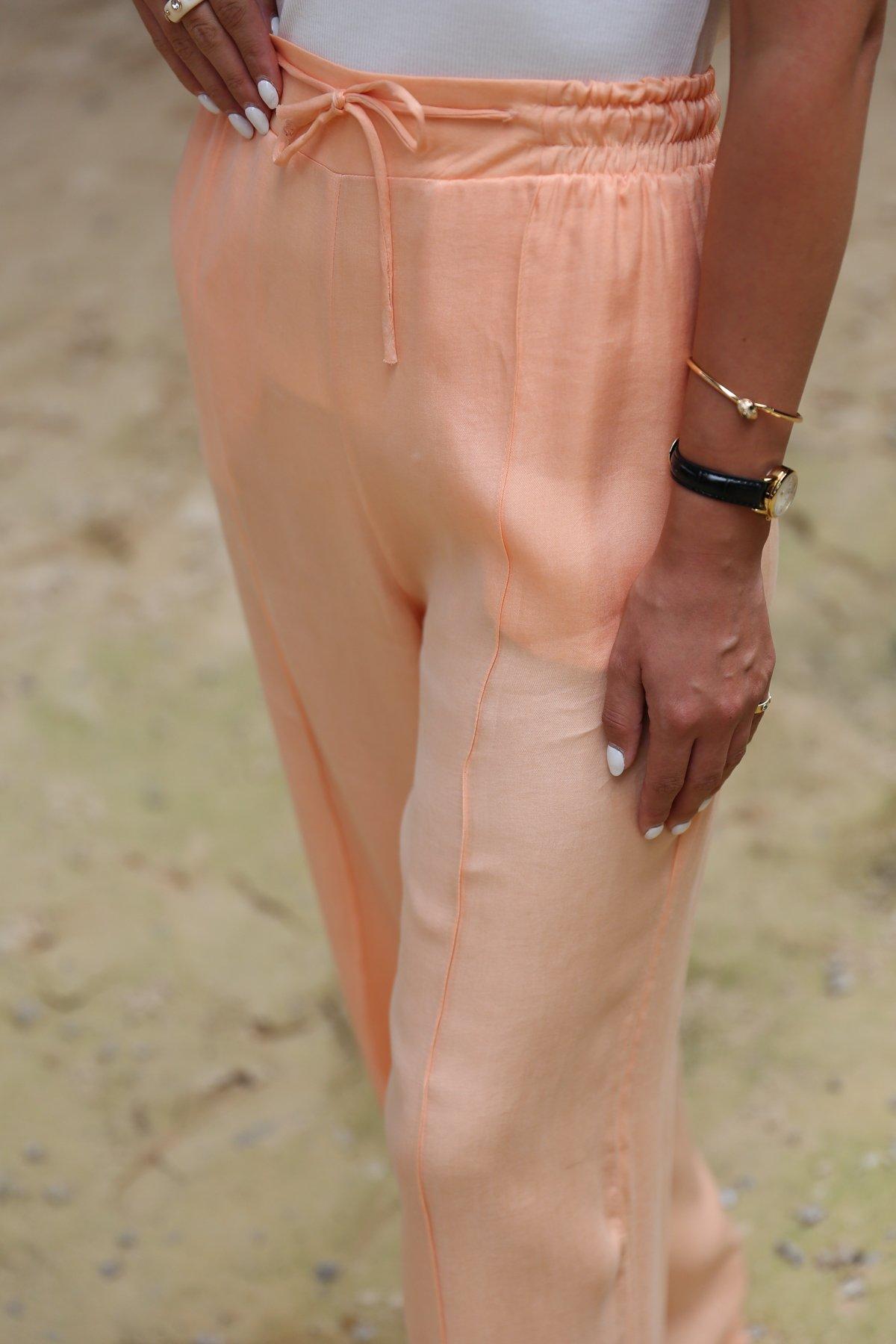 Önden Dikişli Bol Paça Pantolon