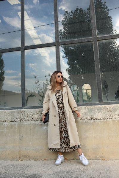 Askılı Yırtmaçlı Leopar Desen Elbise