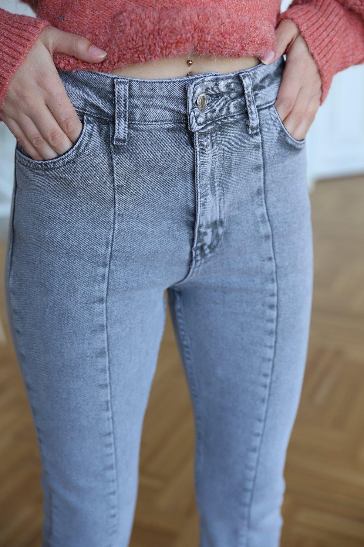 Önü Yırtbmaç Detaylı Jean